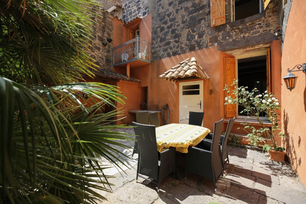 PHOTO1 - VENTE belle maison bourgeoise avec cour et terrasse à Vias .